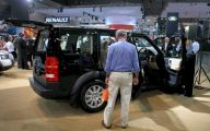 Land Rover Mall Display 1 Widescreen Wallpaper