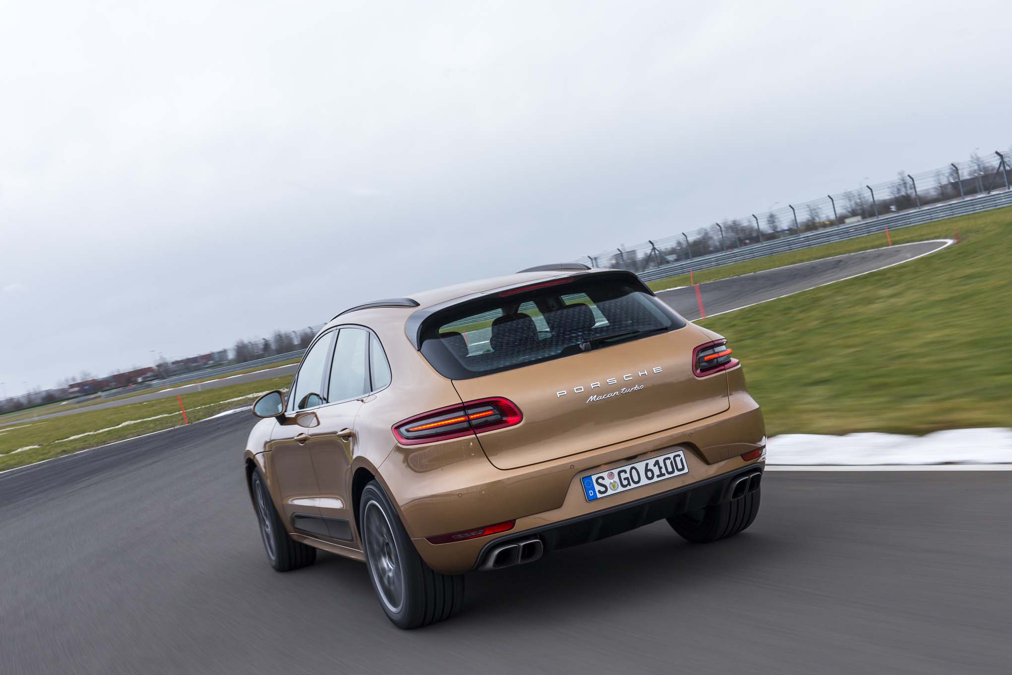 Porsche Macan Turbo 24 Car Background