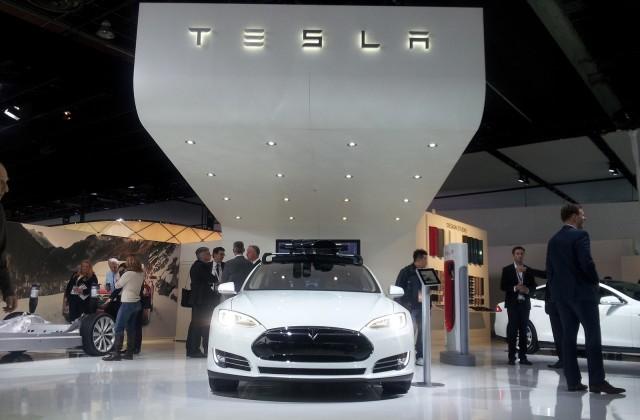 Tesla Automatic Car Display 13 Desktop Wallpaper